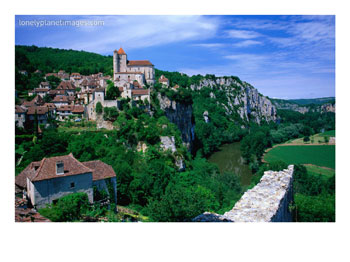 Clifftop Village Perched High Above the River Lot, St. Cirq Lapopie, Midi-Pyrenees, France